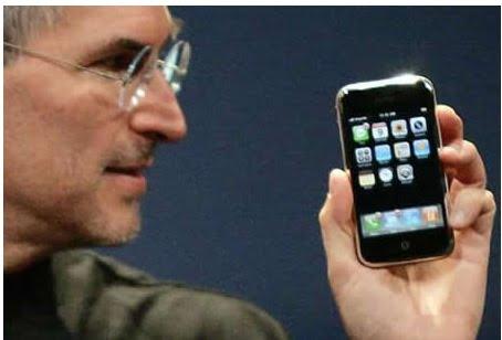 Steve Jobs présentant l'iPhone 3G