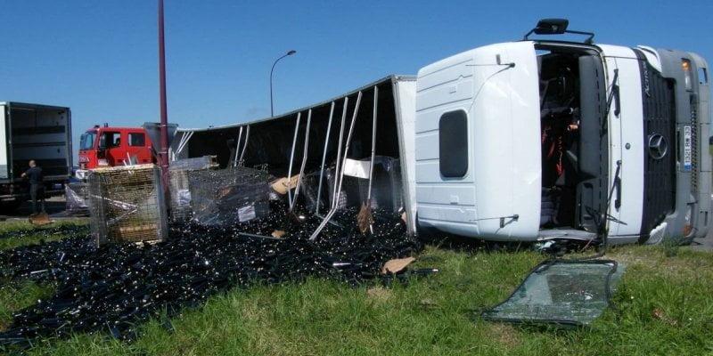 camion-18-000-bouteilles-cassees