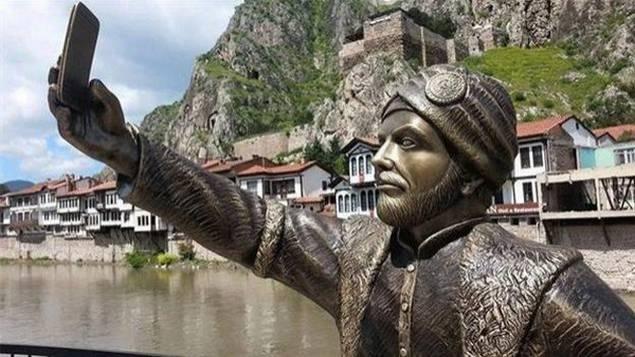 statue-selfie-turquie