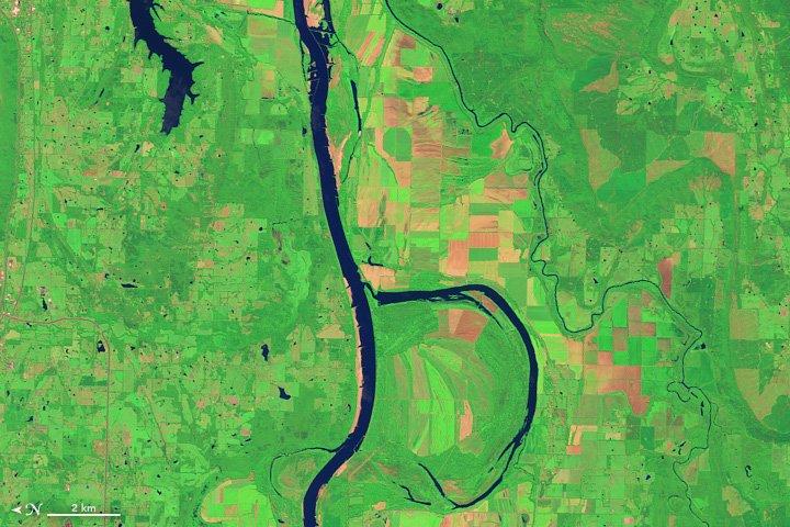 La rivière Arkansas et le par naturel de Holla Bend (Etats-Unis