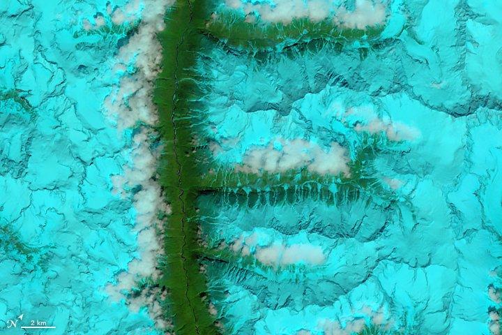 Montagnes enneigées (Tibet)
