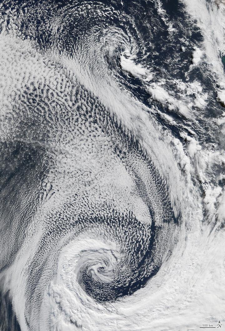 Tourbillons de nuages au-dessus de l'Atlantique
