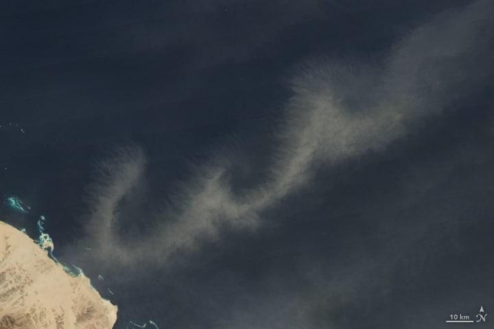 Poussières volant au-dessus de la Mer Rouge