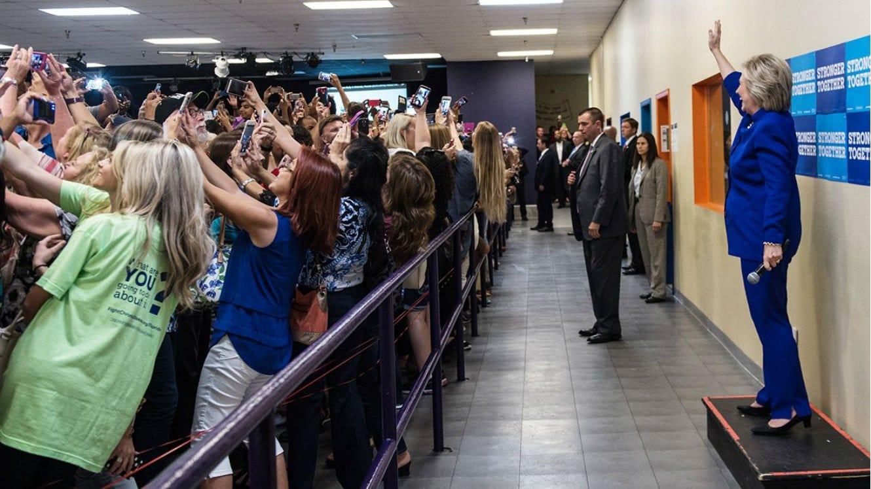 hillary-clinton-selfie