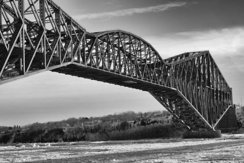 pont colorize noir blanc